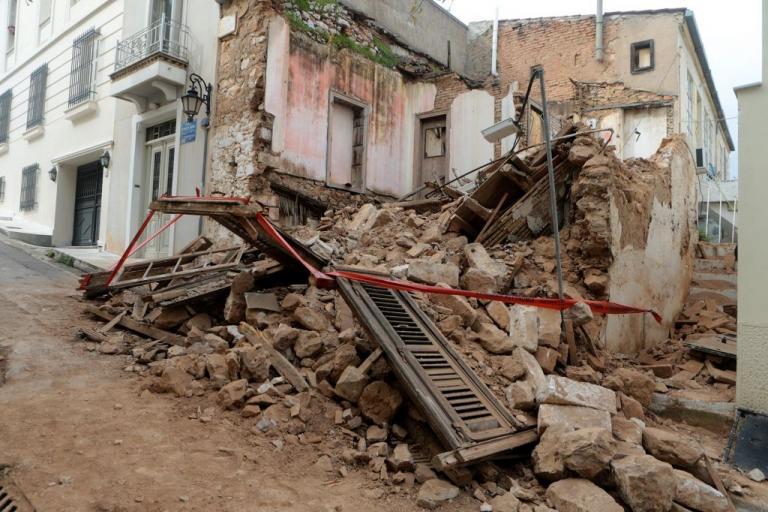 Во Атина пред паѓање 1.800 објекти