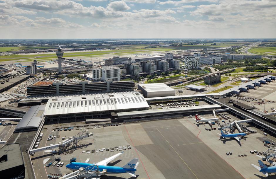 Драма во Амстердам: Судар на два патнички авиони (ФОТО)