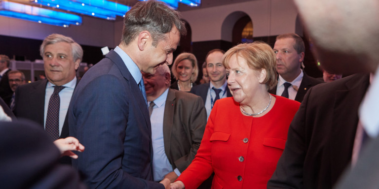Мицотакис оди кај Меркел во август, Берлин не сака грчки изненадувања