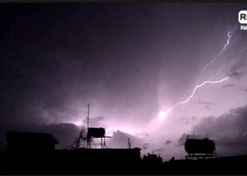 Во Грција за еден ден 3.700 молњи