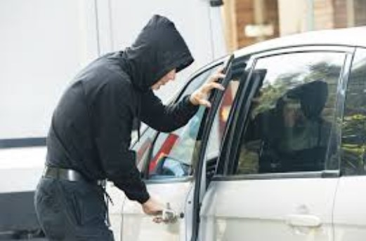 Внимавајте: Во Грција обиваат автомобили на паркинг со посебна метода