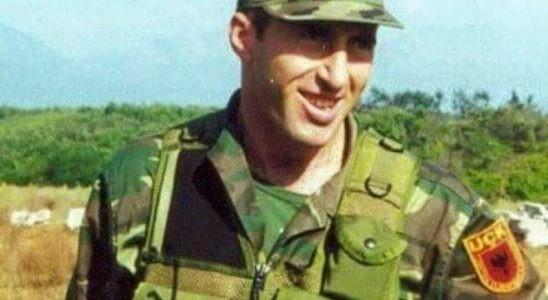 Рамо до рамо со Бајден: Се појави досега необјавена фотографија на Харадинај од 1990 година во САД