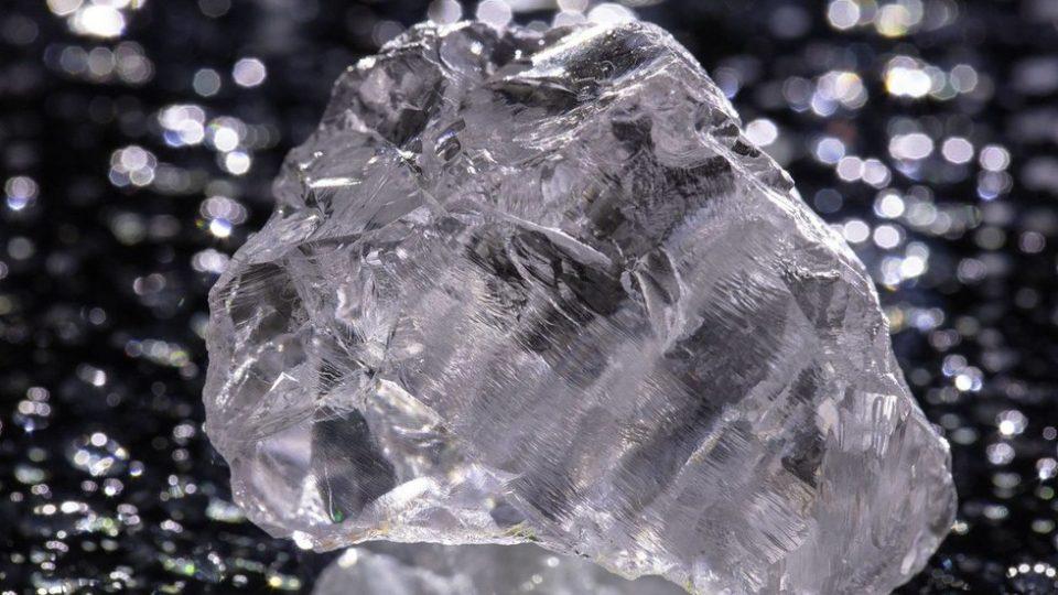 Најголемиот дијамант во Европа откопан во Русија, има боја на лимон