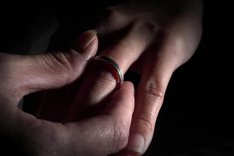 Младоженец купил невеста за 1.600 евра- ОЈО со обвинителен акт за трговија со дете