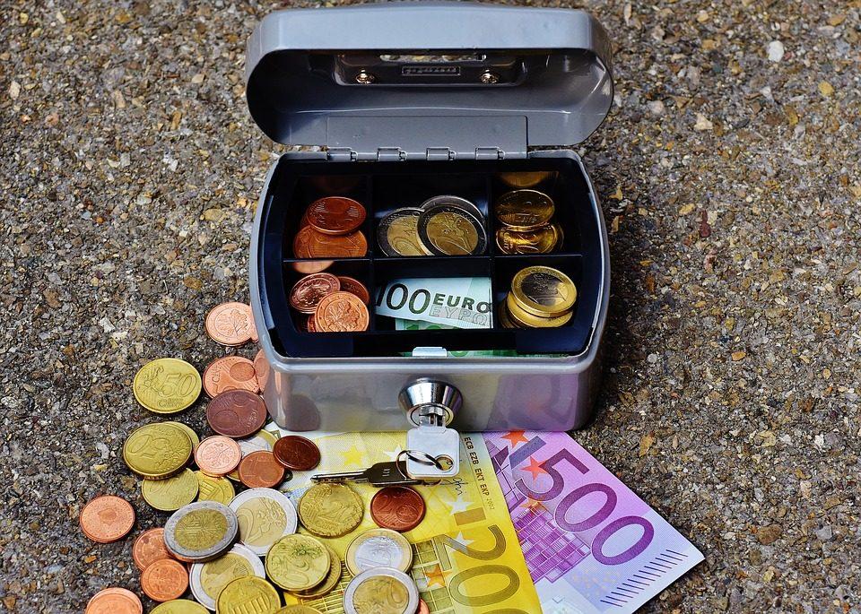 Преку 9,5 милијарди евра сомнителни трансакции во Холандија