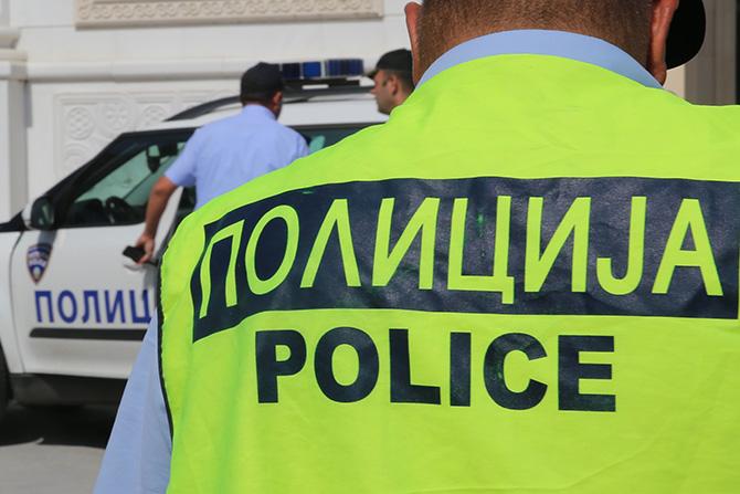 "Притвор за лицето кое изврши кражба на возило пред ""Мавровка"" и нападна тројца полицајци"