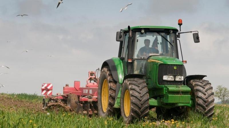 """Ваучери за """"зелена нафта"""" за 1.899 земјоделци од Кочанско"""