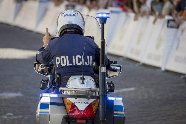 Внимавајте додека возите низ Хрватска: Казните за надминување на брзината и црвено до 2700 евра