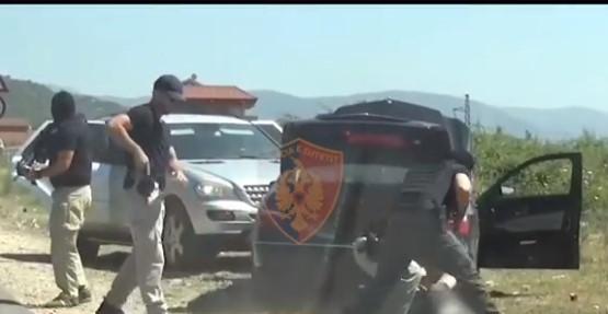 Акција на албанската полиција: Уапсен Косовец со цел арсенал оружје (ВИДЕО)
