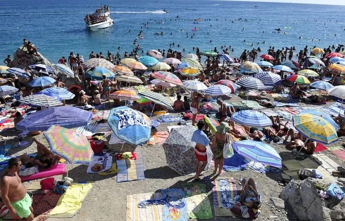 Поради големиот број на заразени од корона, македонските туристи не се добредојдени во Црна Гора
