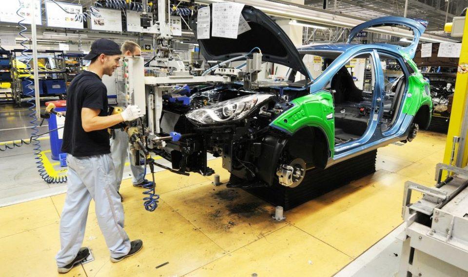 Авто-компаниите од Индија масовно отпуштаат работници поради слабата продажба