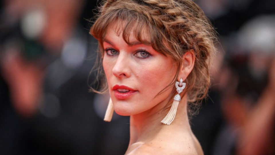 Мила Јовович на 43 години повторно е бремена (ФОТО)