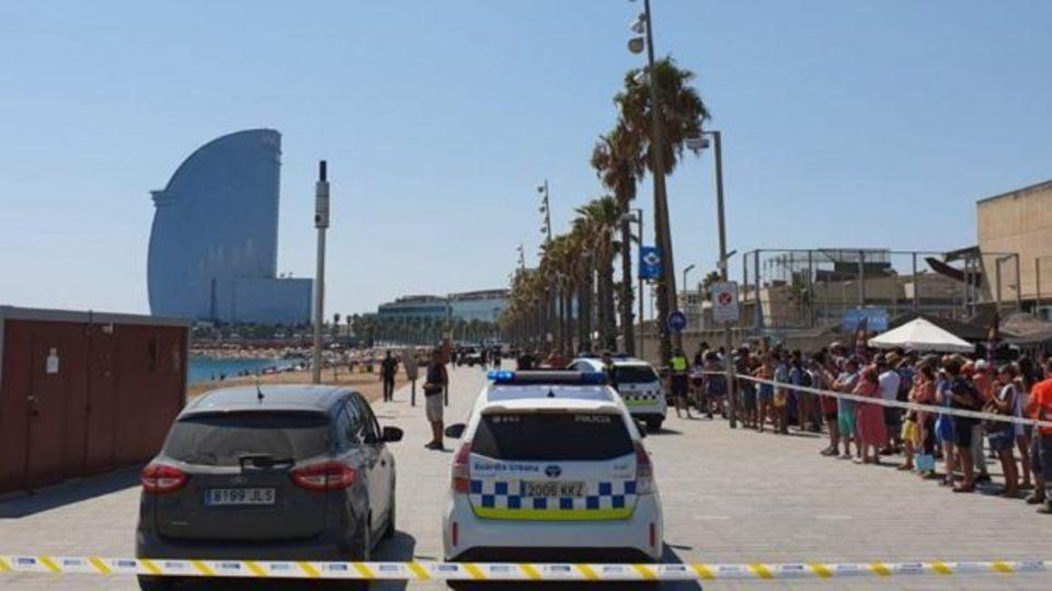 Плажа во Барселона евакуирана поради експлозивна направа (ВИДЕО)