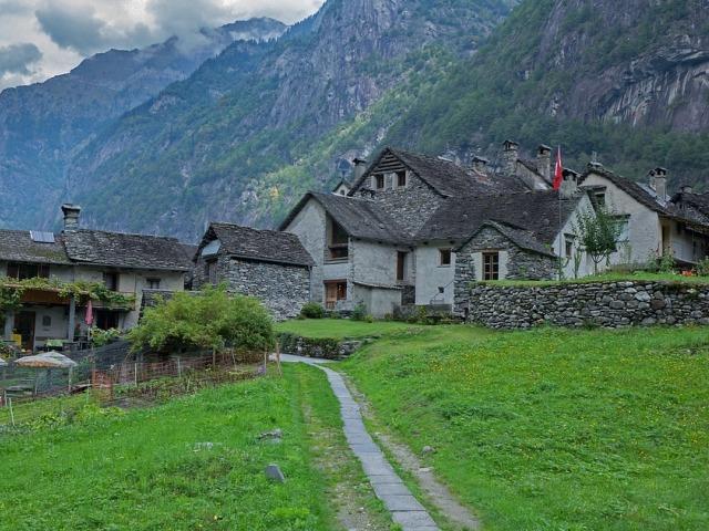 Куќа во идилично село во Швајцарија може да купите за само еден франк