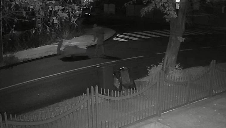 Морничаво братоубиство: Полицијата го фатила додека го носел телото на брат му во количка (ВИДЕО)