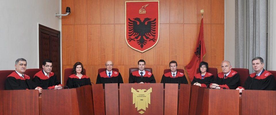 САД ја учи Албанија како да функционира Уставниот суд