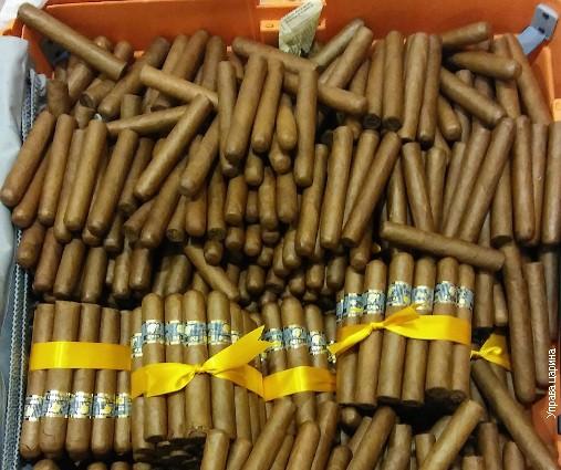 Куфер полн со кубански цигари на белградскиот аеродром (ФОТО)
