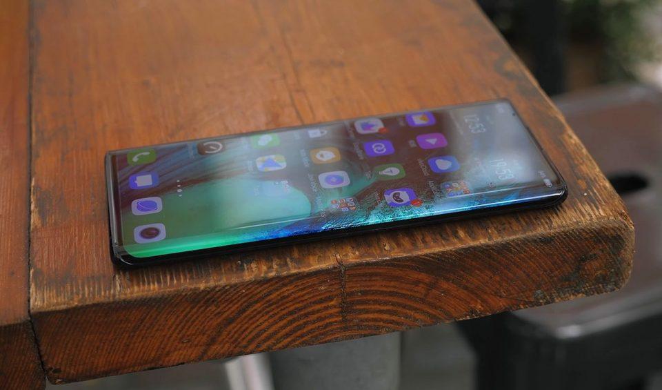 Од Кина пристигнува телефон каков што не е виден досега (ВИДЕО)