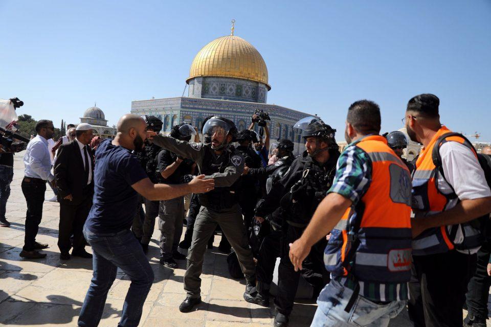 Израелската полиција се судри со муслиманите на Курбан бајрам (ВИДЕО)