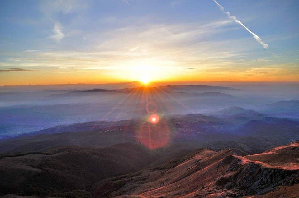 Планинари се искачија на врвот Љуботен да го дочекаат изгрејсонцето