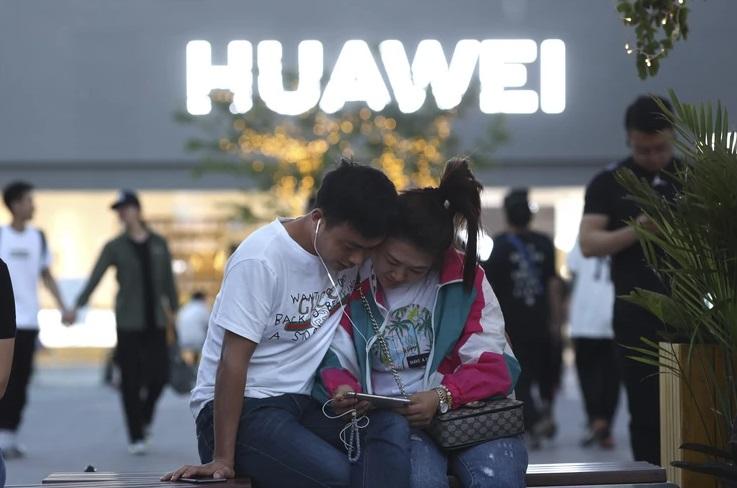 """Забраната за тргување со """"Хуавеј"""" одложена за 90 дена"""