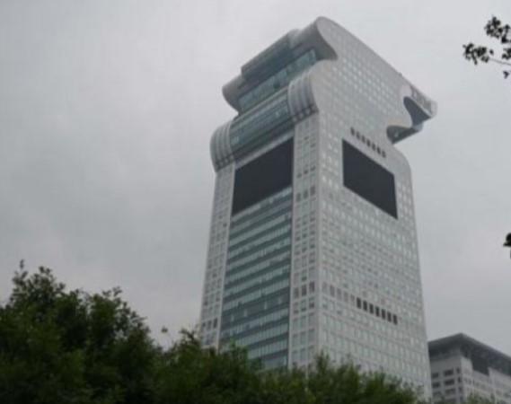 Конфискуван облакодер во Пекинг продаден на онлајн аукција за 734 милиони долари