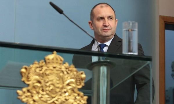 Радев свика консултации на државниот врв за Македонија