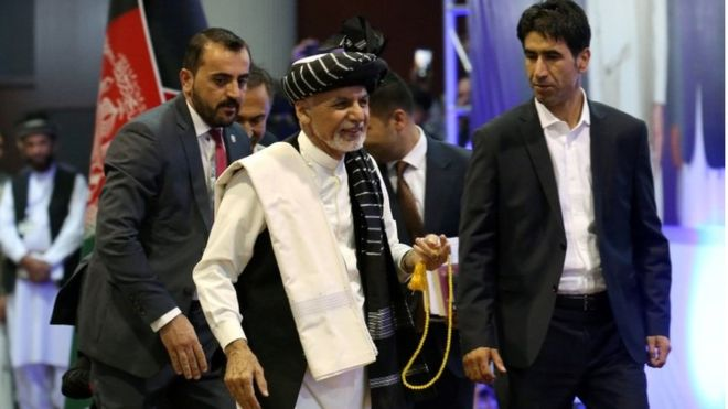 Загинаа 24 лица при обид за атентат на авганистанскиот претседател