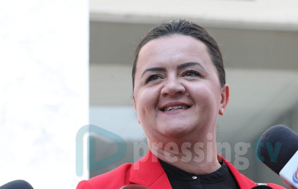 Ременски остана без пасош, Мандиќ во куќен притвор