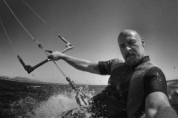 Ветерот го удирал пет пати од водата: Моментот кога загина раперот Гру (ВИДЕО)
