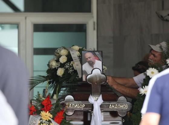 Погребан Гру: Сопругата и родителите неутешни (ФОТО)