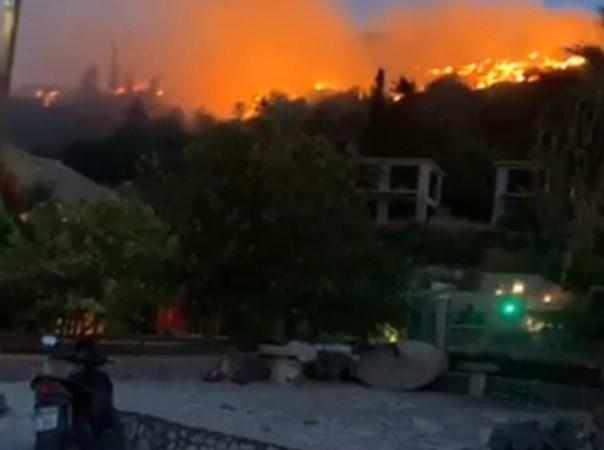Пожари на островот кој е честа дестинација на македонските туристи (ВИДЕО)