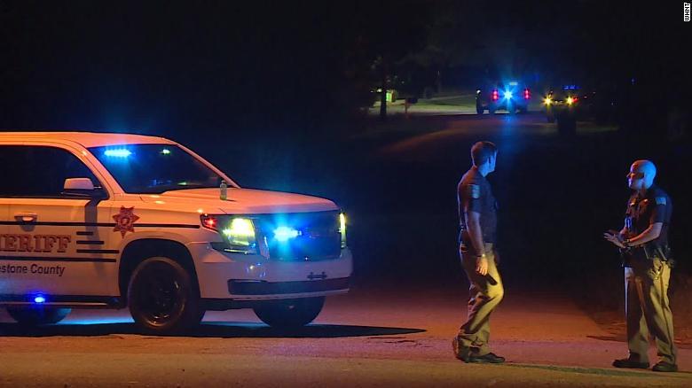 Тинејџер ги застрелал членовите на семејството и сам се пријавил во полицијата во Алабама