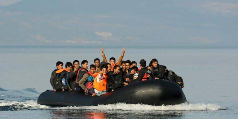 Илјадници сириски бегалци на пат кон Грција