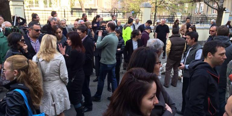 Новинари на бугарското радио протестираа откако им беше угасена емисија