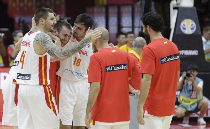 Шпанија сигурна против Полска со 12 разлика за влез меѓу најдобрите четири