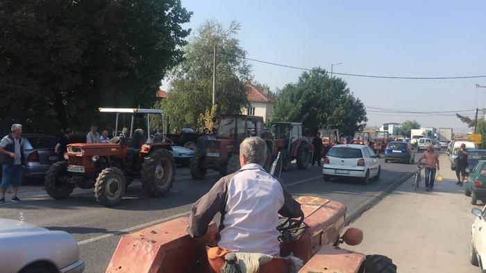 Оризарите излегоа на протест: Си ги бараат ветените субвенции