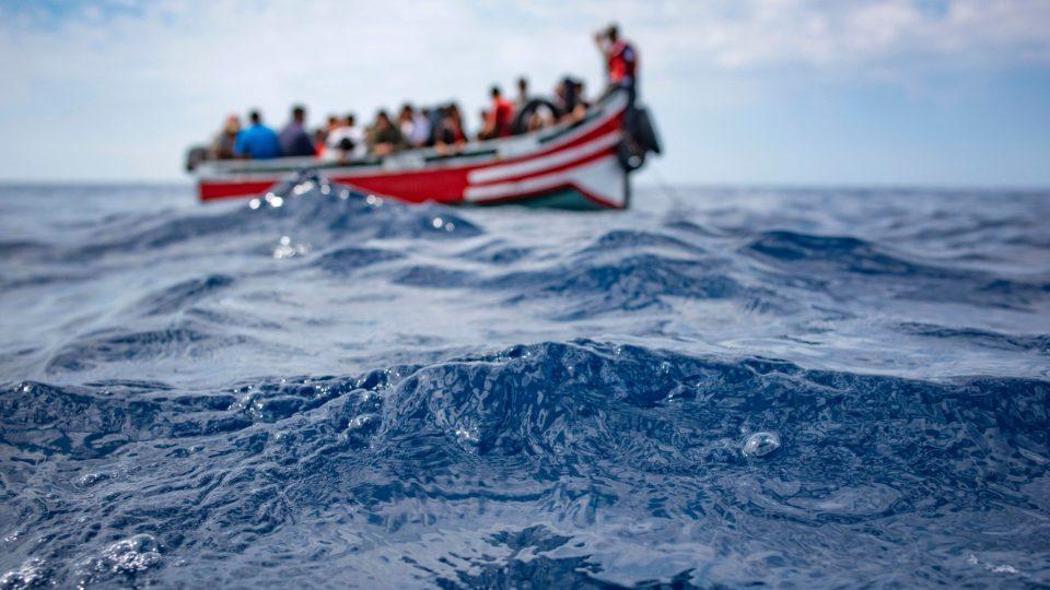 Се преврте гумен чамец со мигранти: Загинаа дете и бебе