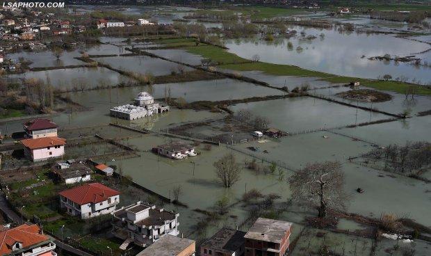 Албанија сардисана – по двата земјотреси, поплави во неколку градови