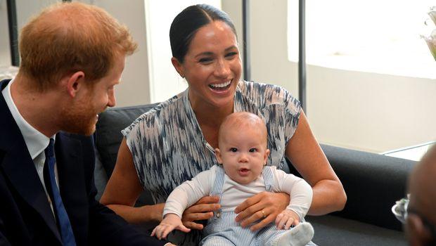 Прво појавување на Арчи во јавност: Меган и Хари го запознаа синот со херојoт на апартхејдот