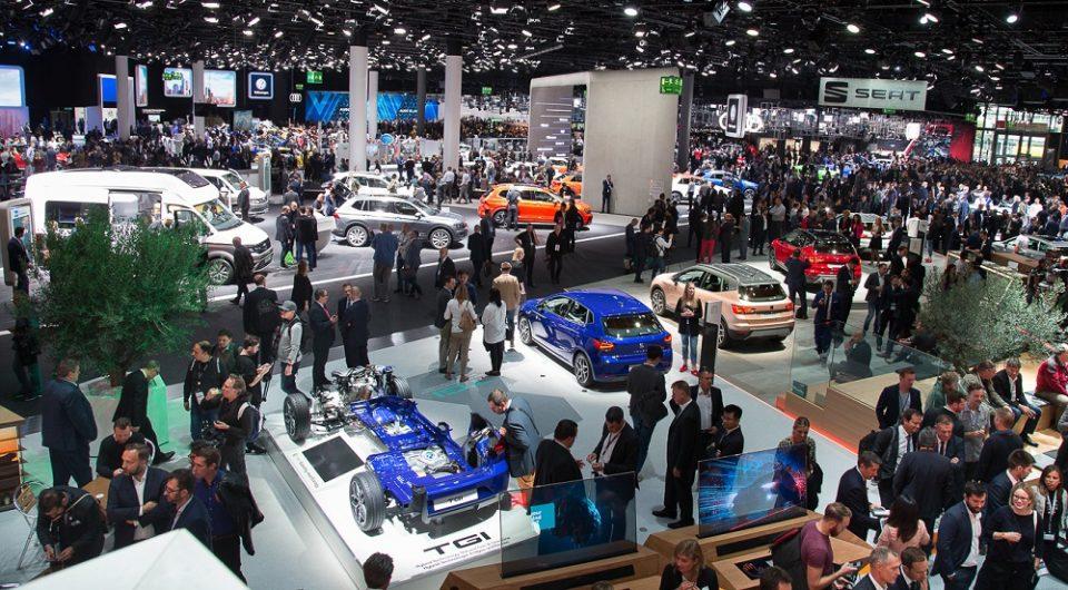 Франкфурт Мотор Шоу: Изумираат ли класичните саеми за автомобили?