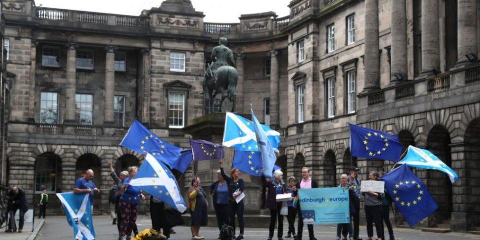 Шкотскиот суд ја прогласи суспензијата на Парламентот од страна на Џонсон за нелегална