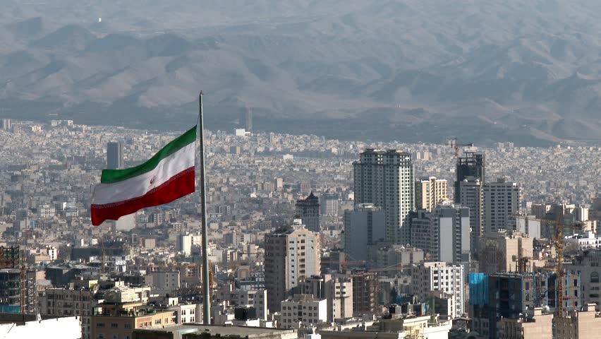 Иранка се самозапали пред да и биде изречена казна затвор бидејќи влегла на стадион