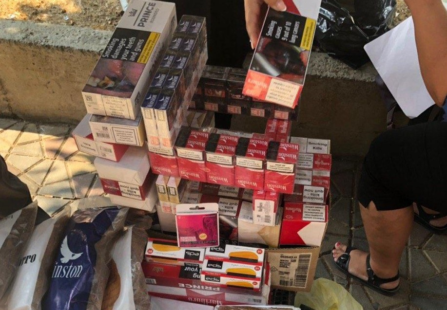 Запленети 2000 кутиии цигари и 35 килограми режан тутун (ФОТО)