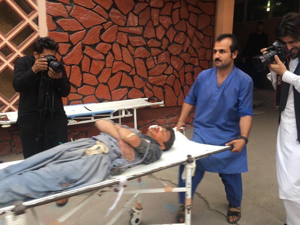 Крвава молитва во џамија во Авганистан – во две експлозии загинаа најмалку 30 луѓе