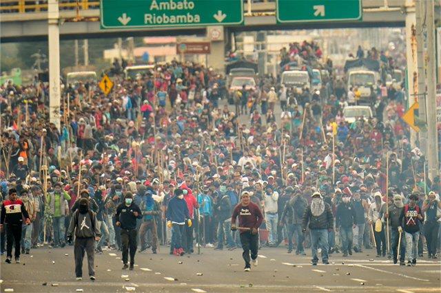 Еквадор се крена против поскапувањето на горивото – стотина луѓе уапсени во немирите (ВИДЕО)