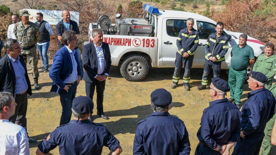 Пендаровски засади дрвца во опожарената шума кај Кочани