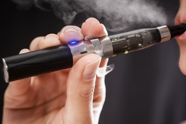 Турција ги забранува електронските цигари
