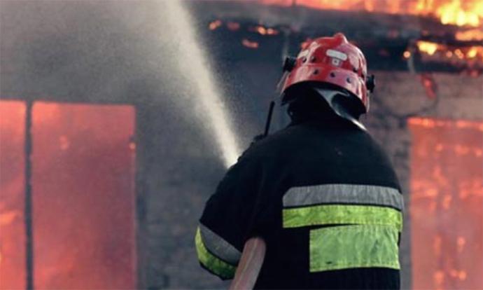 Пожар во куќа во близина на Домот на градежници, го гаснеа 11 пожарникари