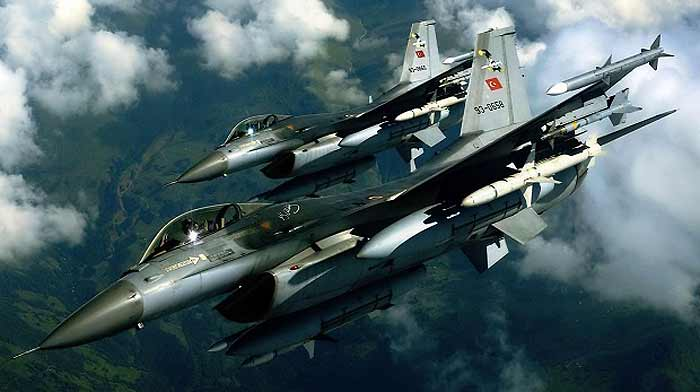 Tурски авиони пукаа врз објекти на Курдите во северна Сирија